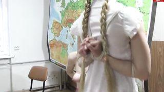 Преподаватель заставил сосать член двух студентов лесбиянок