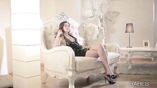 Проститут нежно выебал богатую леди в туфельках, задрав ей юбку