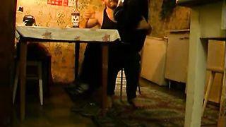 Алкаш заставляет дочь пить, чтобы выебать ее пьяную