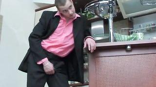 Хозяин выебал русскую служанку в анал