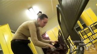Скрытая камера в женской раздевалке фитнес клуба