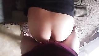 Муж снимает как трахает жену в анал