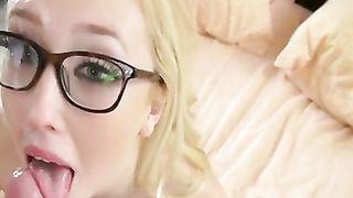 Подборка камшотов с девчонками в сексуальных очках