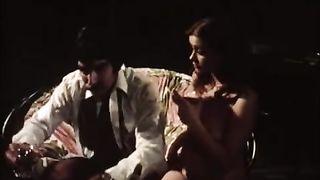 Ретро порно фильм 1975 года с красивой телочкой которой приходится много и качественно ебаться
