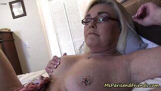 Смотрю порно с моей распутной тетей