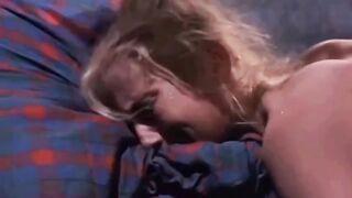 Деревенская девушка воплощает в реальность сексуальные фантазии