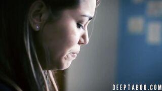 Алина Лопес ублажает извращенного босса тугой киской