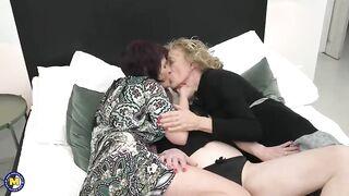 Три бабушки лижут и трахают друг друга в лесбо тройничке