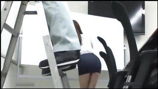 Молодую японскую даму жестко трахнул коллега