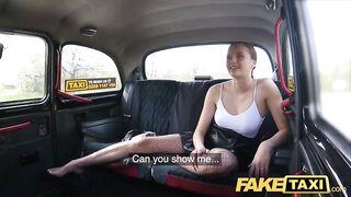 Сексуальная шалунья Стейси Круз доводит водителя до оргазма